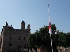 Vlag halfstok in Doornenburg, 'Het kasteel van Floris', na overlijden Rutger Hauer