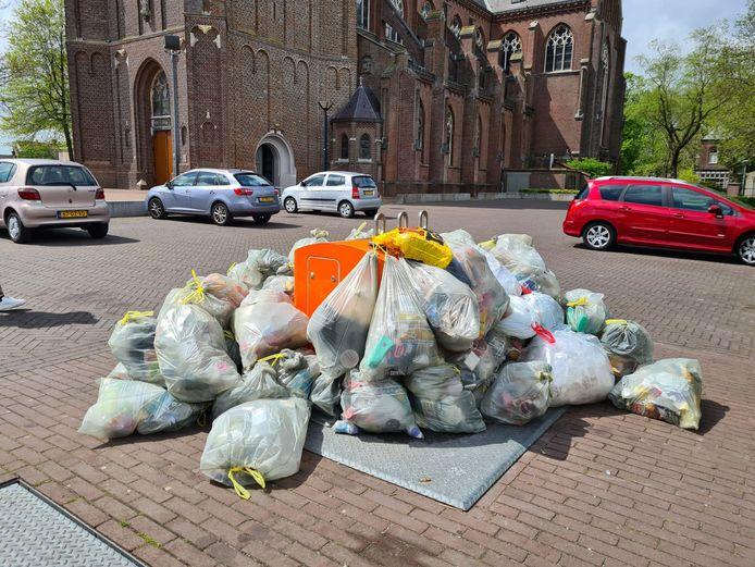 Een berg plastic afval in Berghem