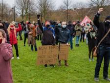350 mensen protesteren tegen fascisme in het Westerpark: 'Wij hebben hier een Thierry Baudet'