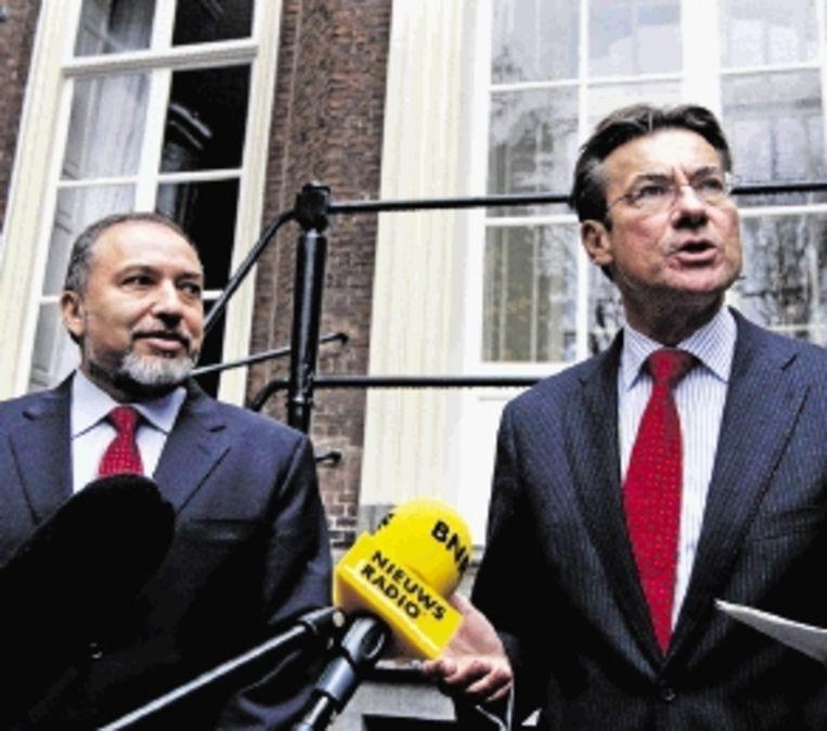 Minister Verhagen en zijn Israëlische ambtsgenoot Lieberman (L) (FOTO ANP) Beeld