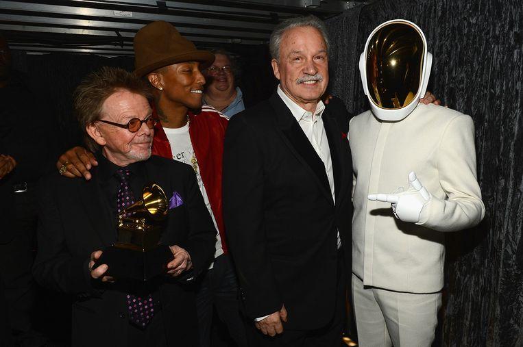 Giorgio Moroder met onder andere Pharrell Williams en een lid van Daft Punk. Beeld WireImage