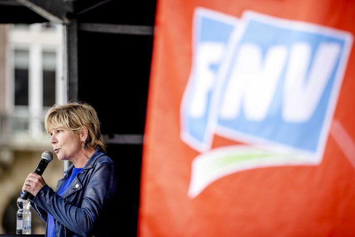 Vicevoorzitter Kitty Jong van vakbond FNV bij een eerdere toespraak.