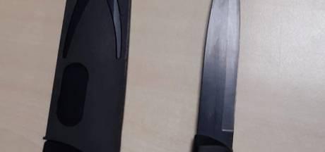 Stapper in Valkenswaard heeft twee koksmessen op zak