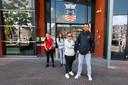Bewoners van Posthof op het gemeentehuis van Bladel *Jody Valk* (initiatiefnemer), *Chantal van Gompel* (grijze trui met witte stippen), *Ewelina Kozala* (met bril) en *Halina Pietruszka* (bruin haar)