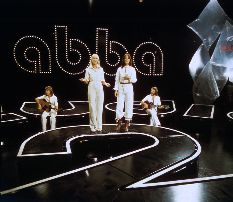 Agnetha, Björn, Benny en Anni-Frid in 1976. Voor de nieuwe concerten treden ze aan in hologramvorm  en ze zullen er dus precies uitzien als tijdens de hoogdagen van de band.  Beeld AFP