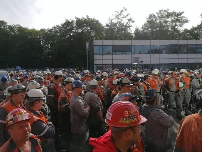 Des centaines de travailleurs d'ArcelorMittal à Gand se sont mis en grève mercredi matin.