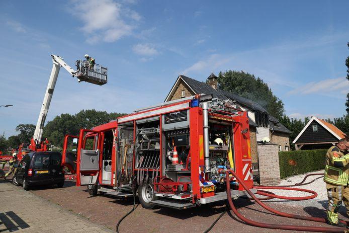 Aan bewoners in de omgeving van de Dorpsstraat werd verzocht ramen en deuren te sluiten.