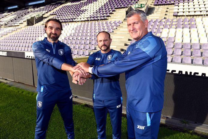 Frank Magerman (links op de foto) met T1 Javier Torrente (centraal) en die andere nieuwe assistent Greg Vanderidt.