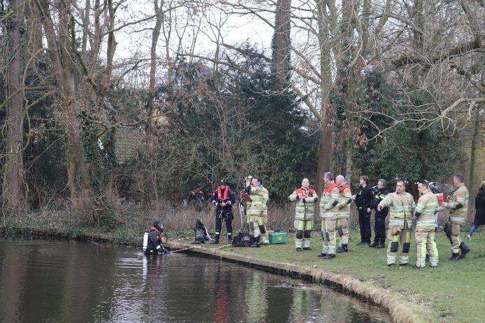 Hulpdiensten zochten massaal in het water van Park Oog in Al.