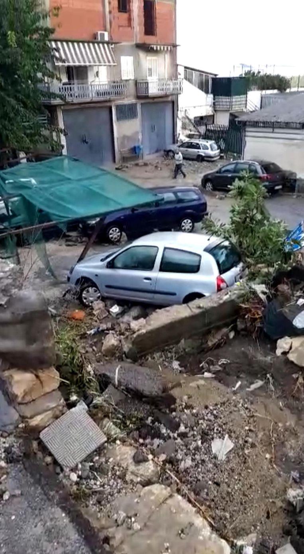 Stormschade in het oosten van Sicilië. Beeld EPA