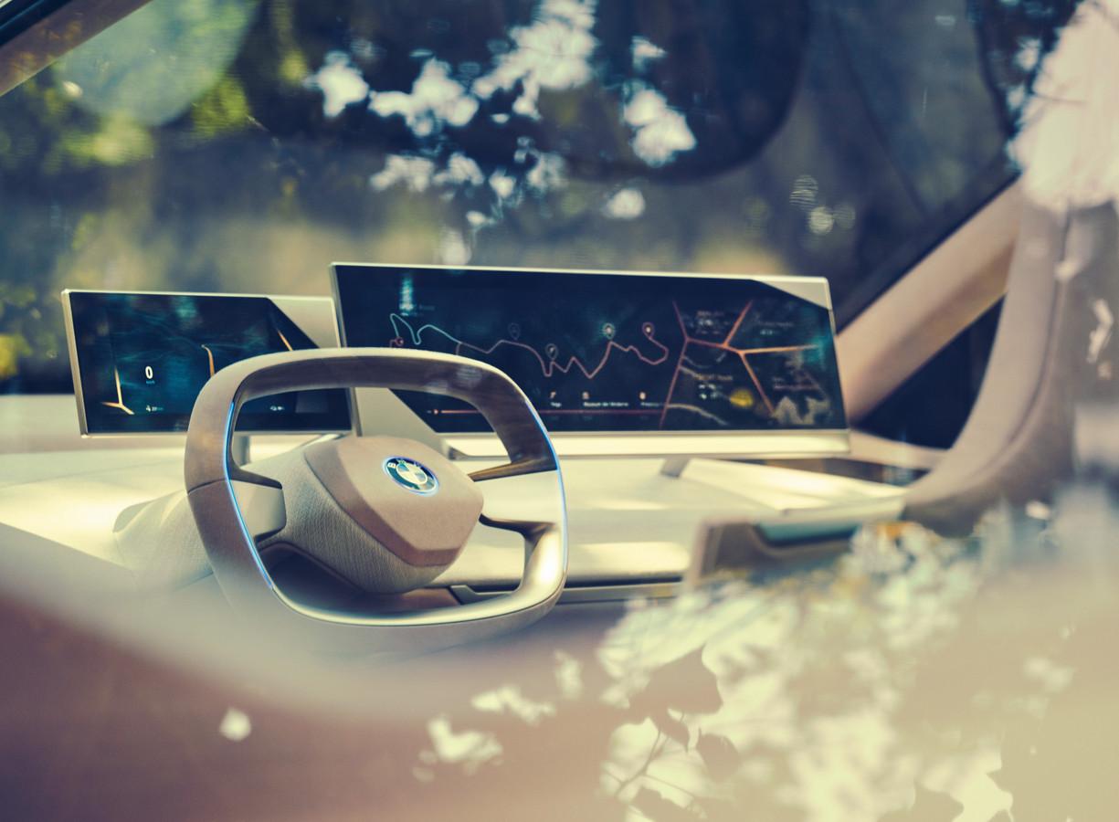 In het studiemodel van de BMW iNext werd al getoond welke kant het opgaat met het stuur. Dat wordt uiteindelijk rechthoekig.