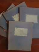 Corrie Baars hield in het laatste oorlogsjaar in vier schriften een dagboek bij. In een vijfde schrift stonden aantekeningen.