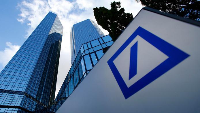 Deutsche Bank, visée dans les deux enquêtes, devra à elle seule s'acquitter d'une amende totale de 725 millions d'euros.