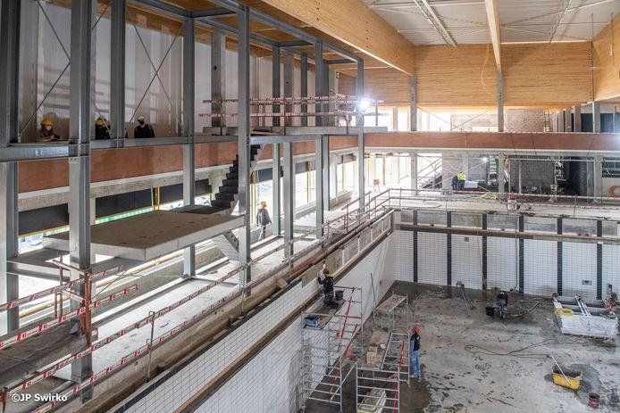 Stedelijk zwembad Aalst in opbouw: hier de duiktorens