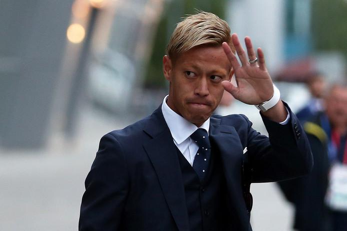 Keisuke Honda eerder deze week, op weg naar het vliegtuig dat hem naar Rusland zou brengen.