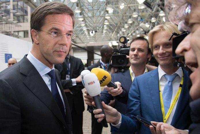 Premier Mark Rutte praat in Brussel met de pers, voorafgaand aan de tweedaagse Europese top.