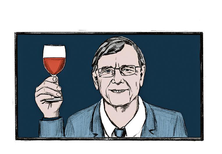 Ab Osterhaus drinkt tegenwoordig water in plaats van rode wijn aan de talkshowtafel. Beeld Jip van den Toorn