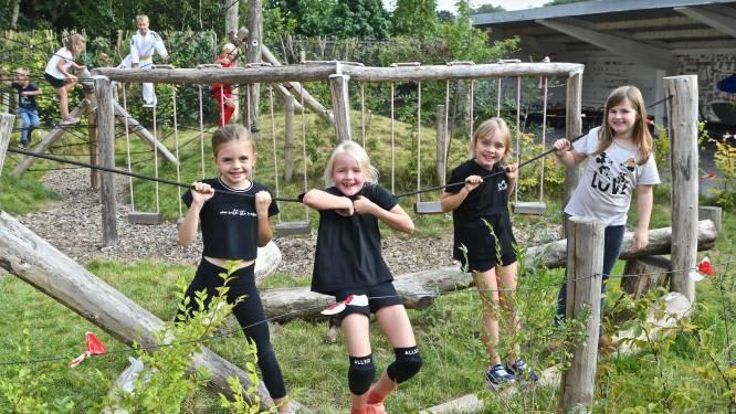Kinderen Zilverbergschool nemen Apeneiland in gebruik