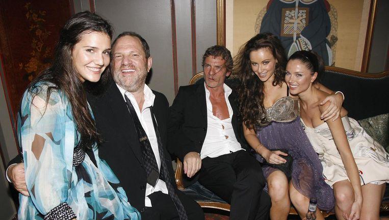 Weinstein (links) in The Ritz in Parijs. Beeld WireImage