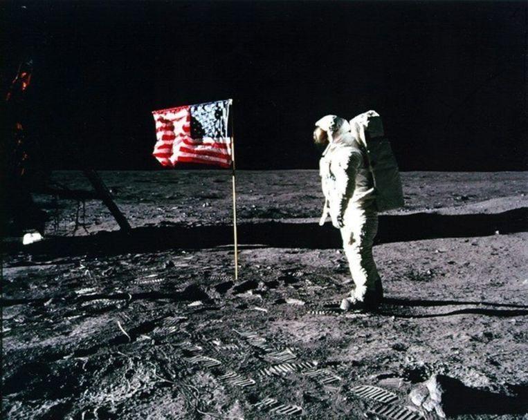 Omdat Neil Armstrong de camera bediende, zijn de meeste foto's vanop de Maan beelden van Buzz Aldrin. Beeld UNKNOWN