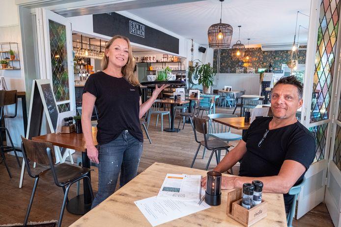 Bas Noot  en Margot Noyons van restaurant Eten en Drinken: op zoek naar nieuwe collega's.