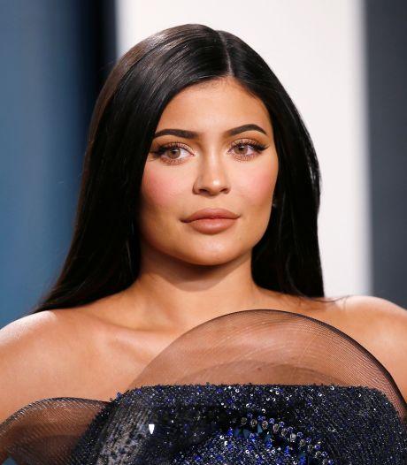 """""""Tu es un monstre"""", des défenseurs de la cause animale s'en prennent à Kylie Jenner à la sortie d'un magasin"""