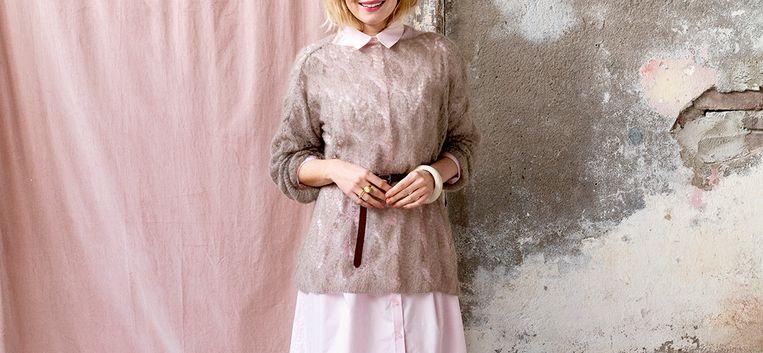Do it yourself: maak deze opengewerkte trui met wijde mouwen