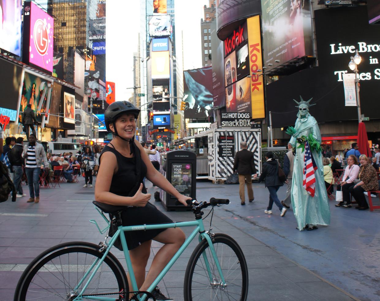 In plaats van met de metro onder de stad, zoefden Eva op twee wielen door The Big Apple.  Beeld Thibaut Renard