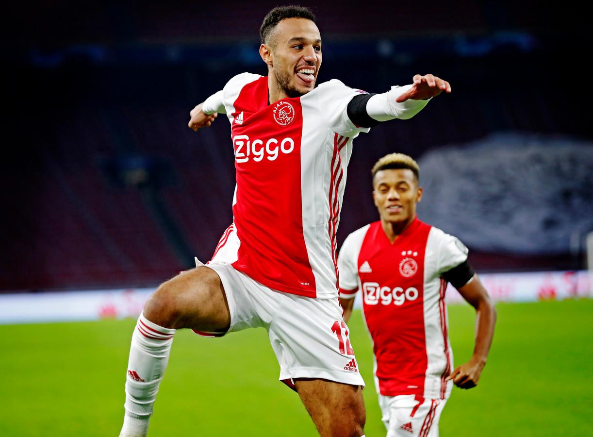 Noussair Mazraoui en David Neres, makers van de 2-0 en 3-0 voor Ajax.