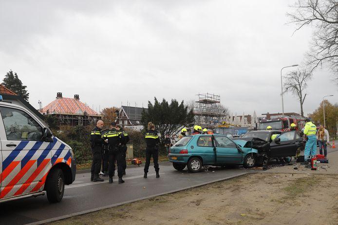 De Rijksweg in Molenhoek is afgesloten vanwege een zwaar ongeluk.