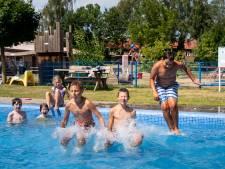 Lekker spetteren in het nieuwe zwembad van de Wageningse speeltuin Tuindorp