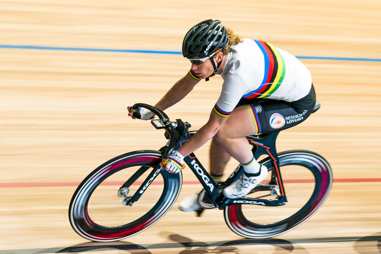Kirsten Wild traint voor het WK baanwielrennen. Beeld ANP
