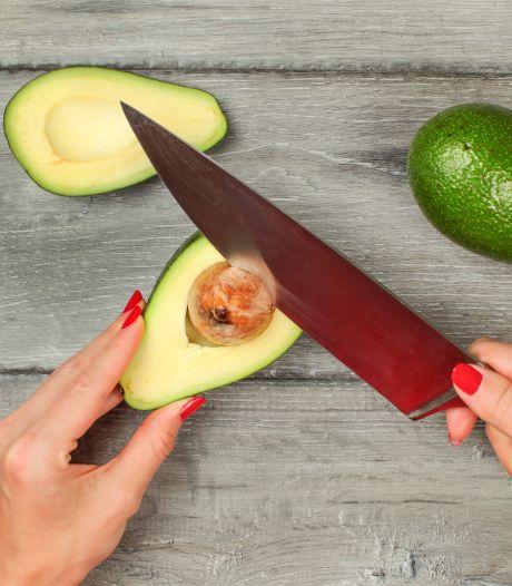 Plastisch chirurgen waarschuwen: Gebruik geen mes als je pit avocado verwijdert