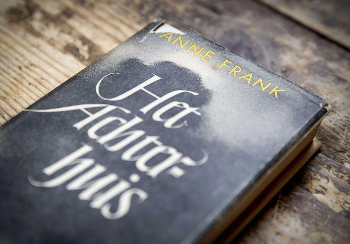 Le journal de guerre Het Achterhuis d'Anne Frank dans la maison d'enchères Burgersdijk & Nierman.