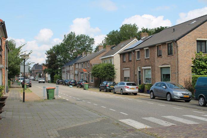 De Steenweg in Moerdijk zoals ze nu is. De weg krijgt een opknapbeurt.