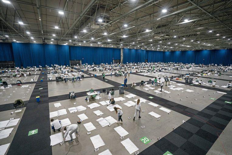 Stemmen tellen voor de Tweede Kamerverkiezingen in Ahoy Rotterdam, 17 maart 2021. Beeld Jeroen Jumelet / ANP