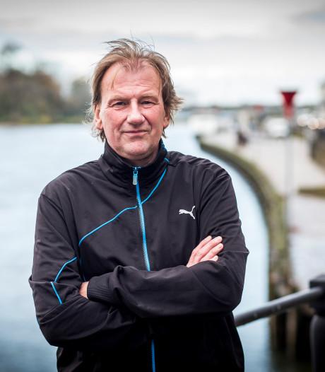 Oud FC Twente-speler Boerebach signeert nieuwe boek in Enschede