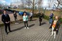 De deelnemende partijen aan de proef. V.l.n.r. Nick Derks (wethouder Wijchen), Liza Breunisse (WerkBedrijf Rijk van Nijmegen), Monique Esselbrugge (wethouder Nijmegen), Pieter Bergshoeff (voorzitter bedrijvenvereniging Bijsterhuizen), Turgay Tankir (regiodirecteur MVO Solutions), Dorienne Wiendels (vestigingsmanager MVO Solutions), Arjan Moerman (bedrijvenparkmanager Bijsterhuizen), Mirjam Derks (strategisch adviseur gemeente Nijmegen).