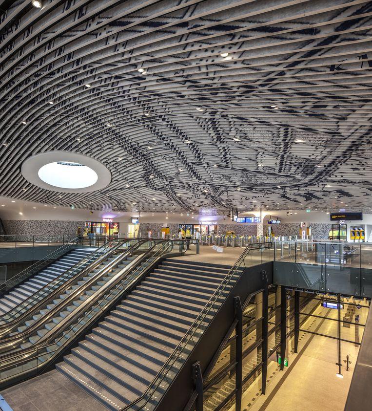 Het trappencomplex annex vide van het nieuwe station. Beeld Harry Cock / de Volkskrant