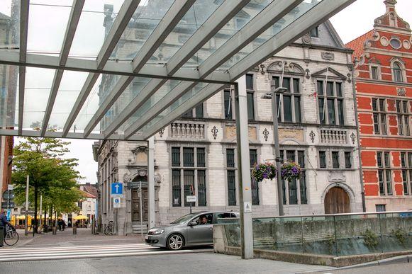 Het voormalige Postgebouw op de Grote Markt krijgt een nieuwe invulling. Begin volgend jaar start er een callcenter met 120 medewerkers.