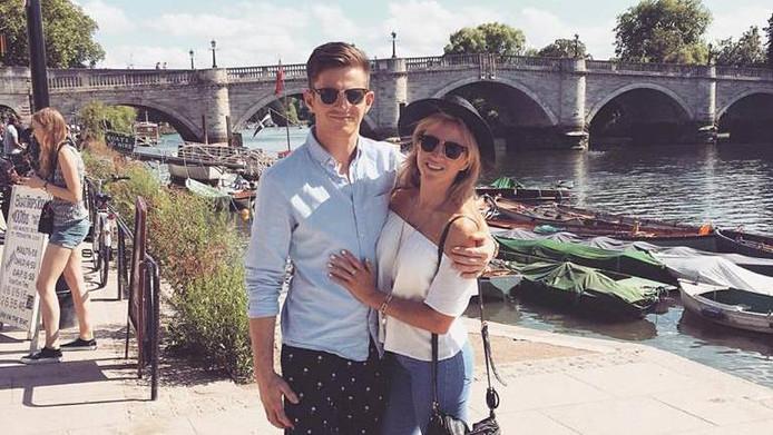 Michael Randall en zijn vriendin tijdens een eerdere vakantie. Hij vloog onlangs per ongeluk op haar paspoort van Londen naar Berlijn.