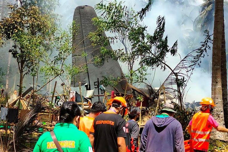 De gecrashte C-130 op het eiland Jolo. Beeld AFP