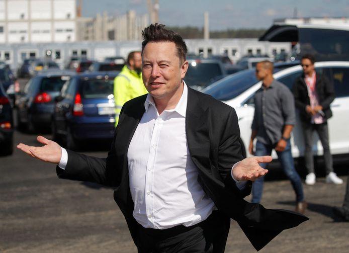 Tesla-ceo Elon Musk vorig jaar bij een inspectie van de werkzaamheden aan de nieuwe Tesla-fabriek in Berlijn.