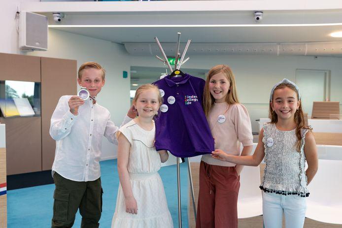 Van links naar rechts: Levi, Sophie, Josephine, Kiki. Zij vormen sinds woensdag het nieuwe Edese kindercollege.
