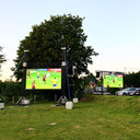 De Living pakt uit met twee grote schermen in Dilbeek.