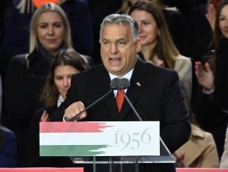 """Orban opent kiescampagne met vlammend betoog tegen EU: """"Stel u voor uw huis op en verdedig uw vaderland"""""""