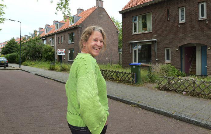 Monique Nowak is een van de bewoners van de sloopwoningen uit de Dennenlaan.