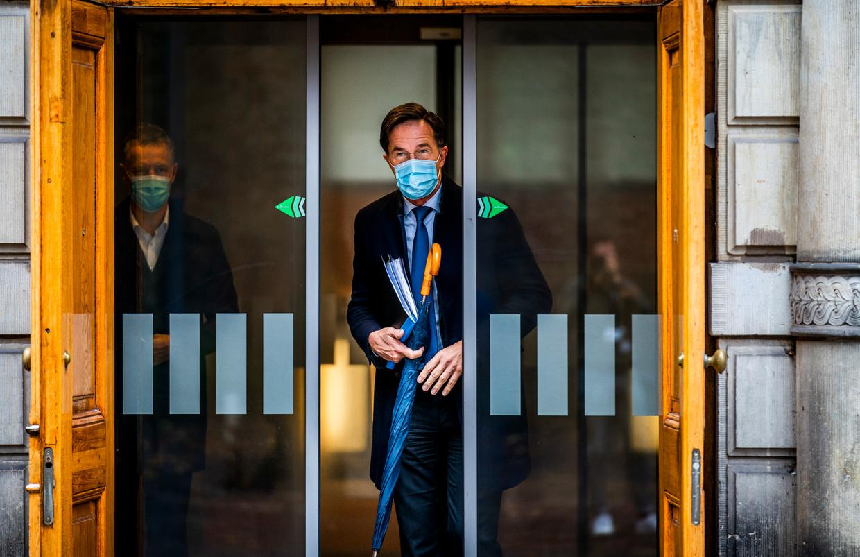 Premier Rutte buigt met zijn partij naar links.  Beeld Freek van den Bergh / de Volkskrant