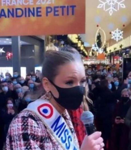 """Bain de foule polémique de Miss France: """"On va la revoir dans des centres commerciaux"""""""