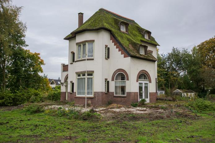 Villa Scinloo ging aan de Gemullehoekenweg tegen de vlakte. Een kopie ging herrijzen.